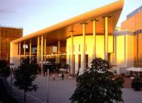 Novotel Freiburg: confort moderno, servicio muy atento, cerca del centro histórico de la ciudad.
